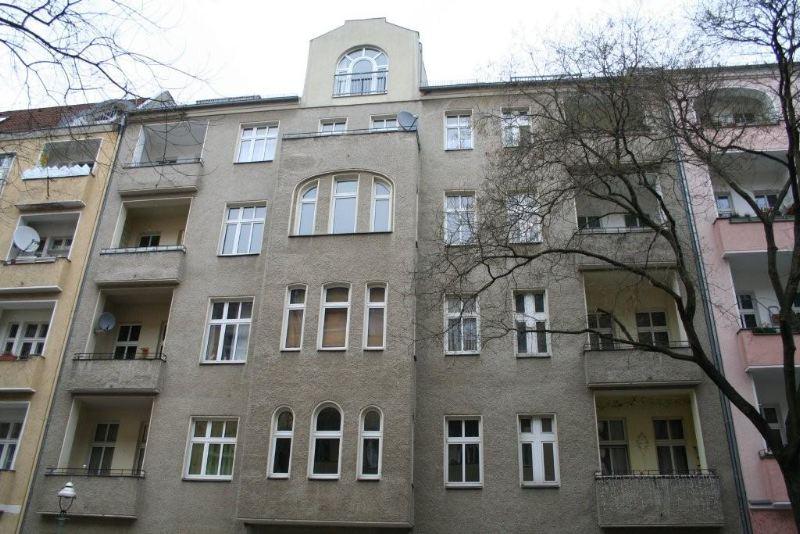 Sanierungsbedürftiges 2 Zimmer Apartment am Richardplatz sofort verfügbar!